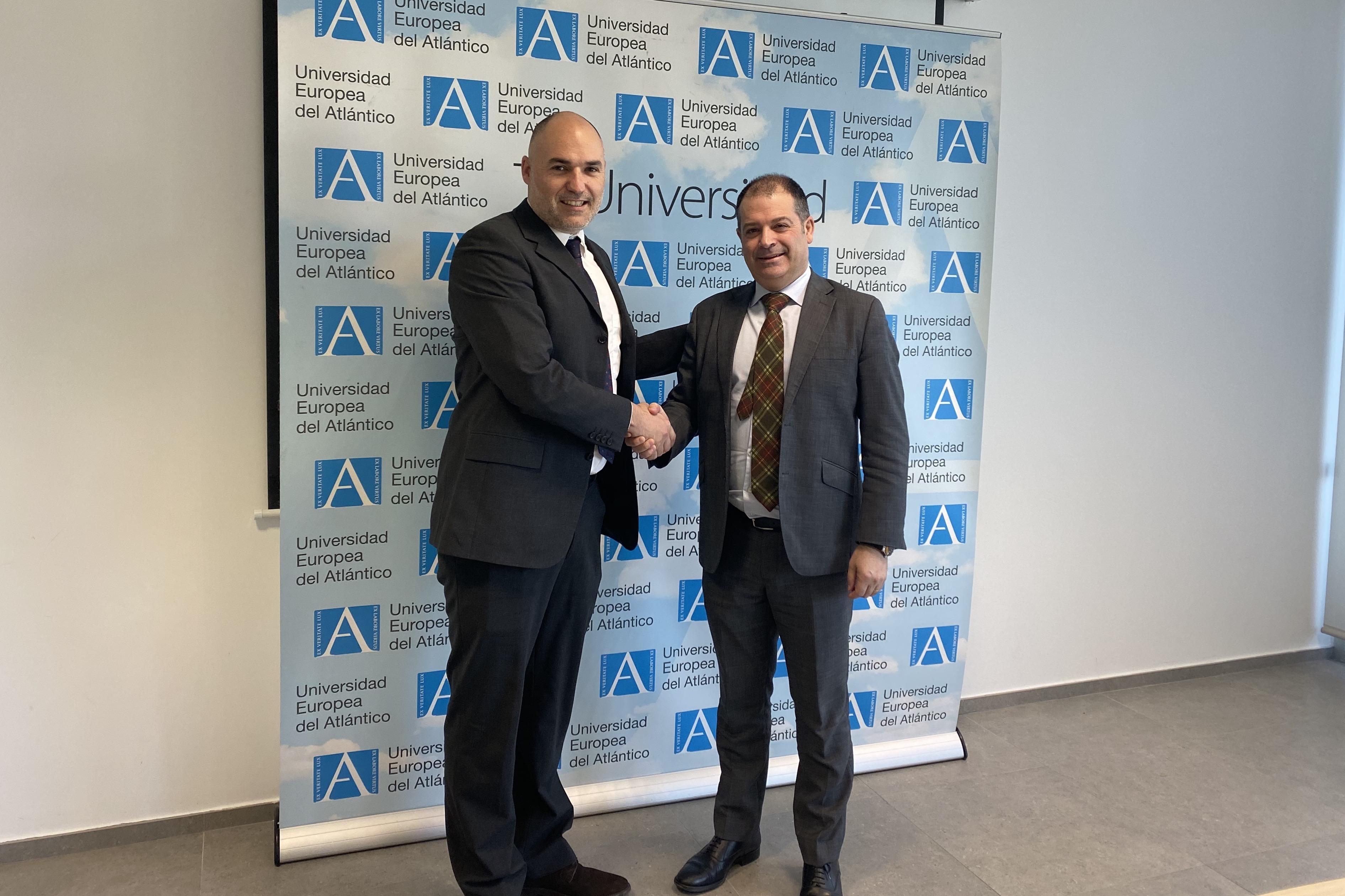 Firma del convenio con la Universidad Europea del Atlantico